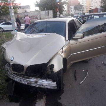 В спальном районе Одессы произошло ДТП: пострадал человек