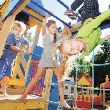 Детское царство: какие риски могут ожидать ребенка на детской площадке