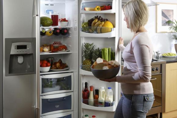 Хватит на целый город: сколько продуктов выбрасывает одна семья
