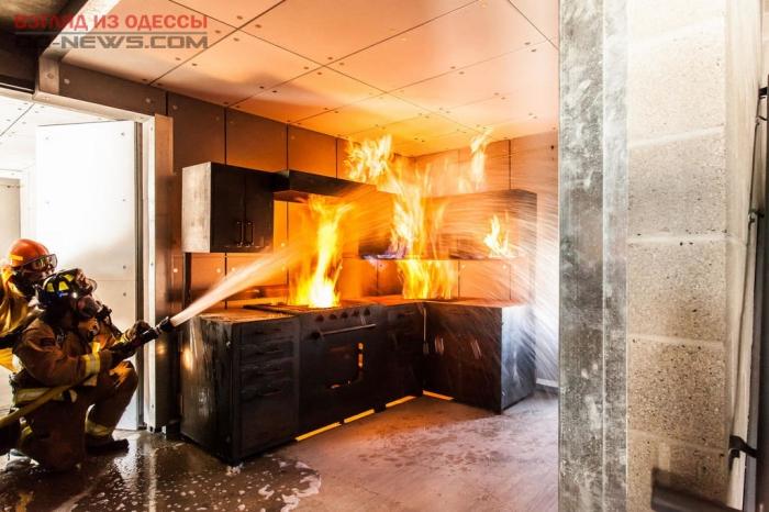 В одесской квартире на кухне произошел пожар, пострадала девушка