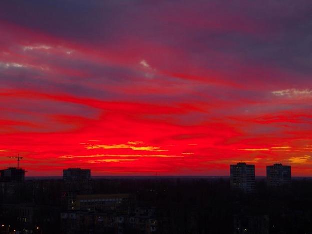 Яркие краски последнего дня зимы: одесситы наблюдали красочный закат