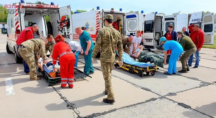 В Одессу прибыл борт с раненными бойцами: много тяжёлых