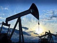 Нефть дорожает утром в пятницу, но завершает неделю рекордным падением с начала года