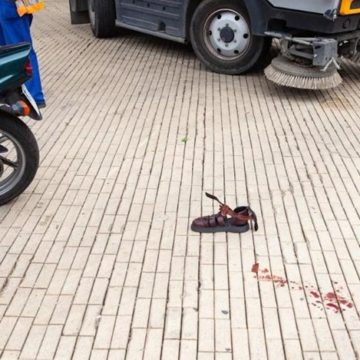 В Одессе мотоцикл врезался в уборочную машину: пострадал пьяный мужчина
