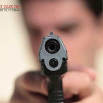 В Одессе мужчина хотел решить конфликт при помощи пистолета